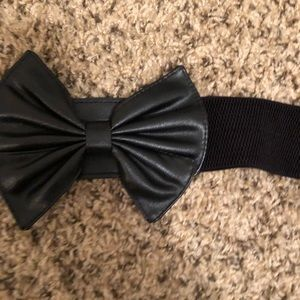Belted Bow